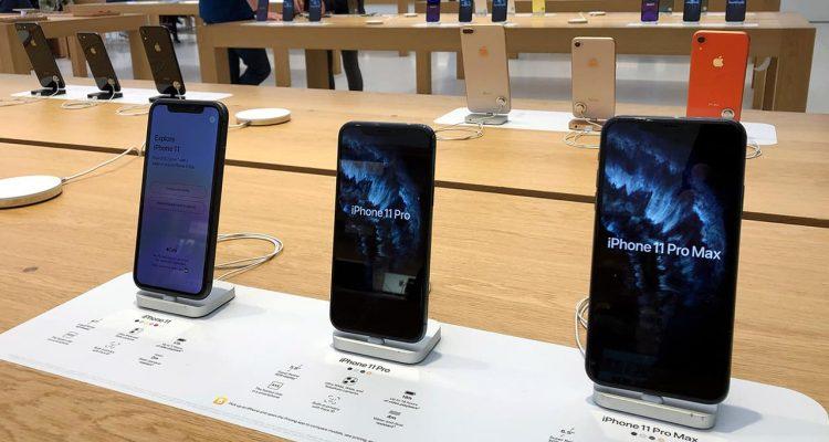 Photo of iPhones on display