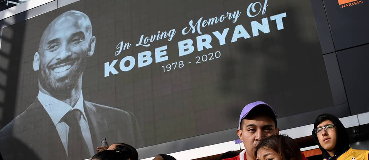 Photo of fans mourning the loss of Kobe Bryant