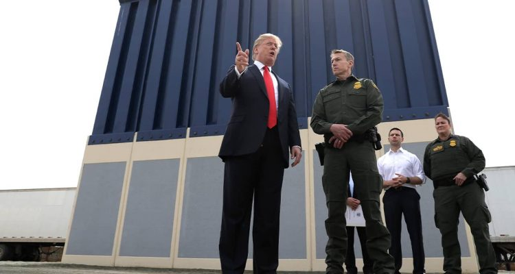 Photo of President Donald Trump and Border Patrol agents