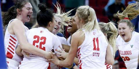 Photo of Fresno State women's basketball team celebrating a victoryta