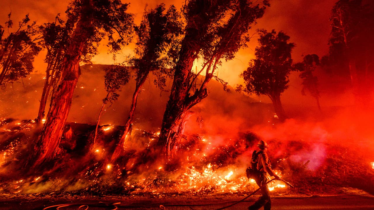Photo of wildfire flames in Santa Paula, Calif.