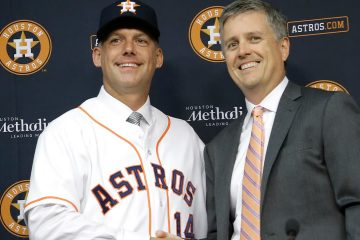 Photo of Houston Astros general manager Jeff Luhnow, right, and A.J. Hinch