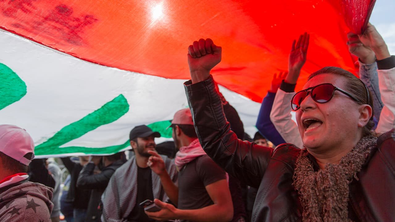 Photo of protesters in Iraq