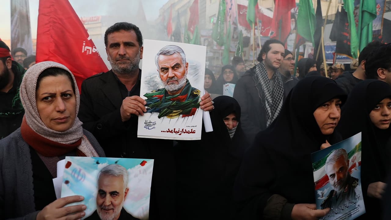 Photo of mourners holding posters of Iranian Gen. Qassem Soleimani