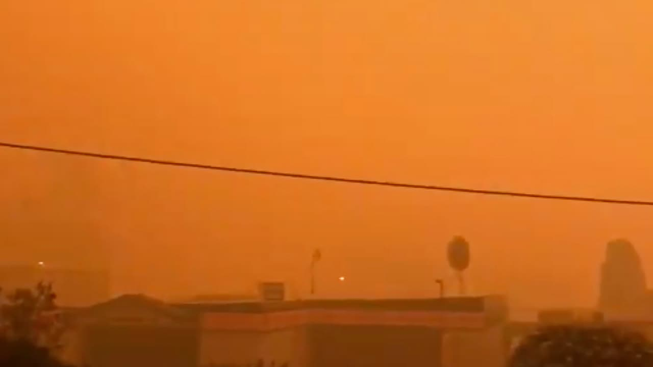Photo of smoke from wildfires in Batehaven, near Batemans Bay, New South Wales, Australia