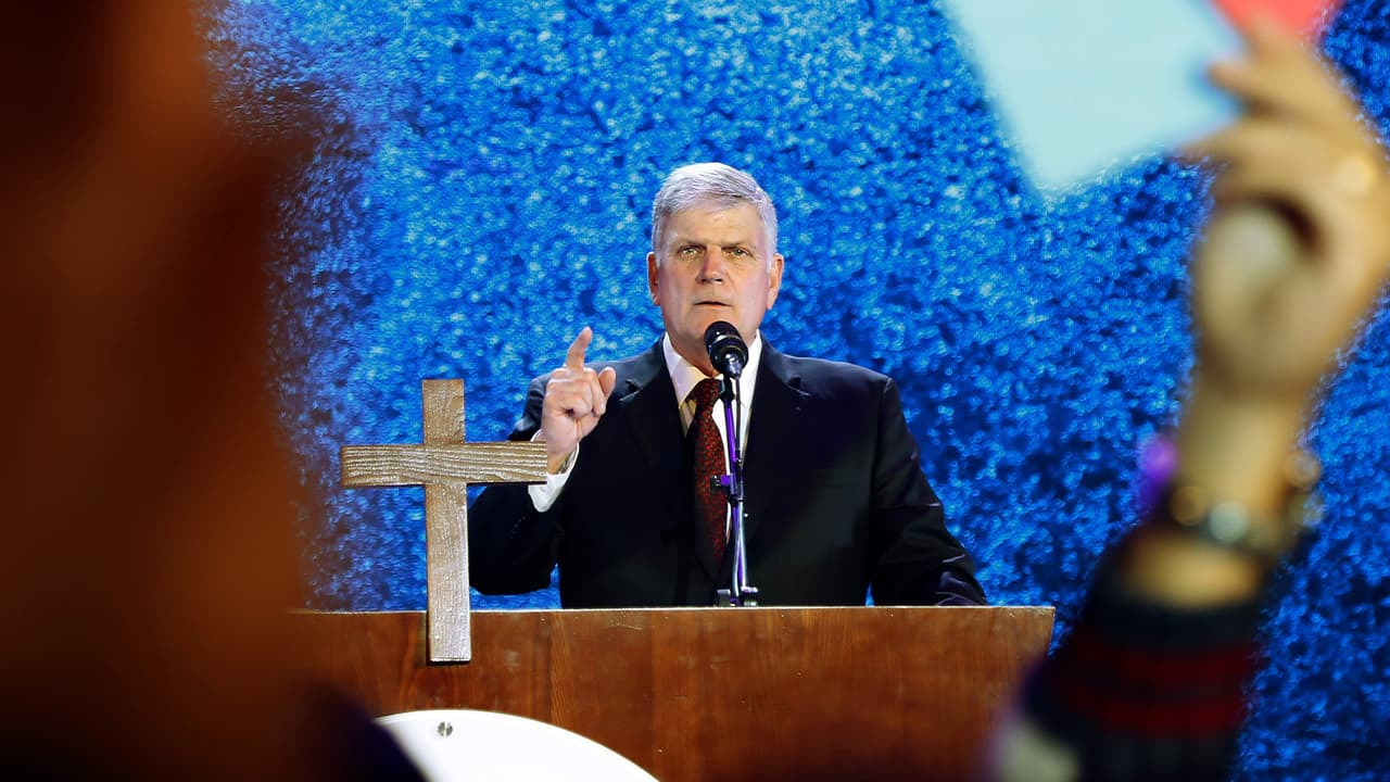 Photo of evangelical preacher Franklin Graham speaks in Hanoi, Vietnam
