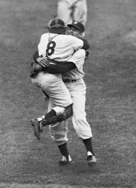 Photo of Don Larsen and Yogi Berra in 1956