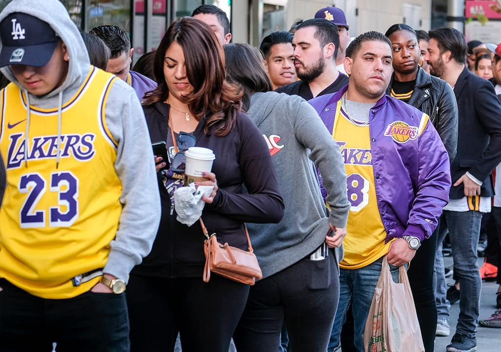 Photo of fans lined up for the Kobe Bryant Memorial in Los Angeles