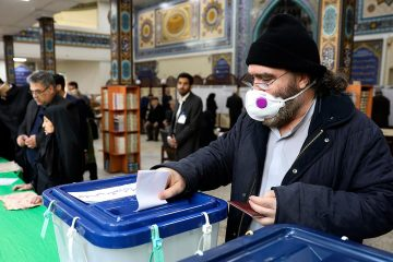 Photo of a voter casting his ballot in Iran