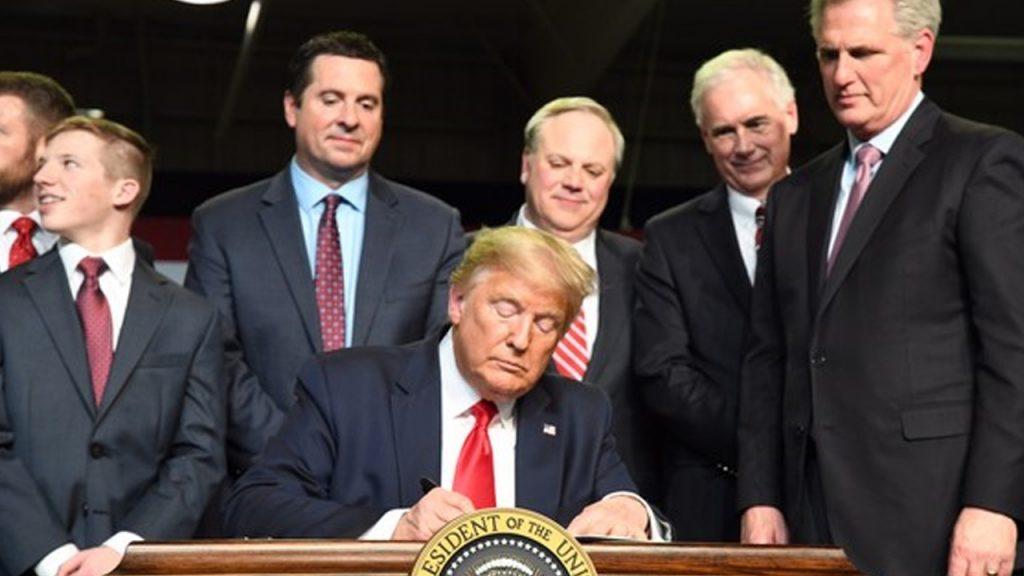 Photo of President Trump signing a water memorandum for California