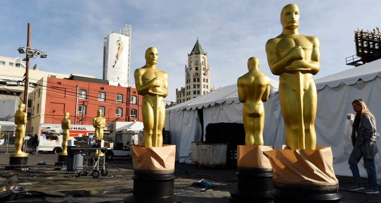 Photo of Oscar statues