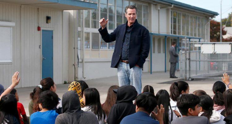 Photo of Gov. Gavin Newsom talking to students