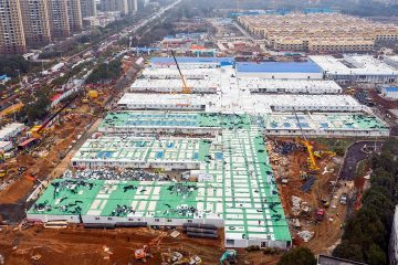 Photo of the Huoshenshan temporary field hospital under construction