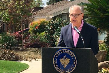 Photo of Fresno mayor Lee Brand at a news conference in front of his home