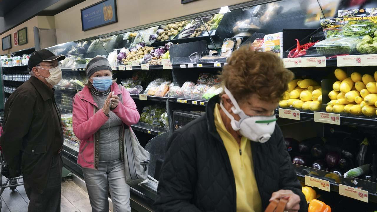 Photo of seniors shopping during CVOID-19 pandemic in Sherman Oaks, Californiak