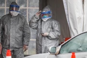 Photo of medical personnel conducting coronavirus testing