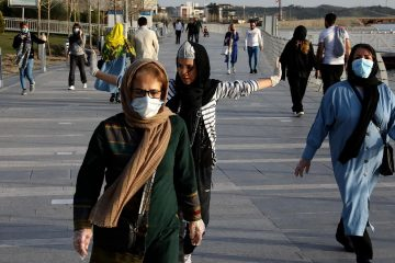 Photo of people wearing face masks in Iran