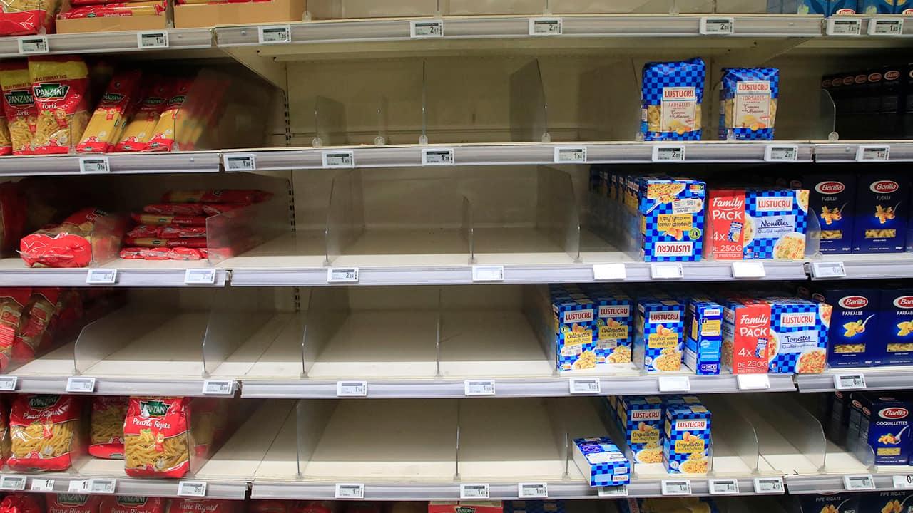 Photo of empty shelves in Paris