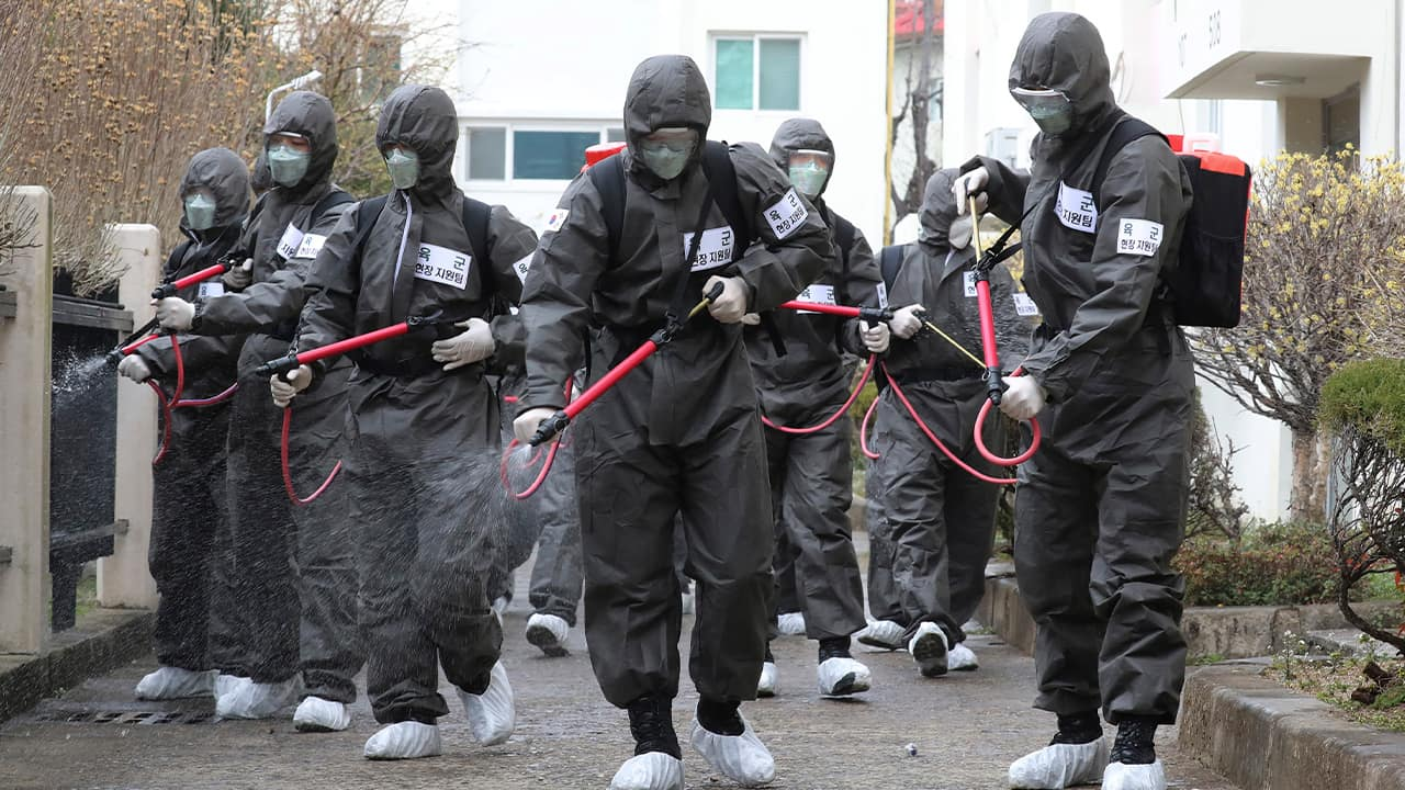 Photo of soldiers spraying disinfectant as a precaution against a new coronavirus at an apartment building in Daegu, South Korea