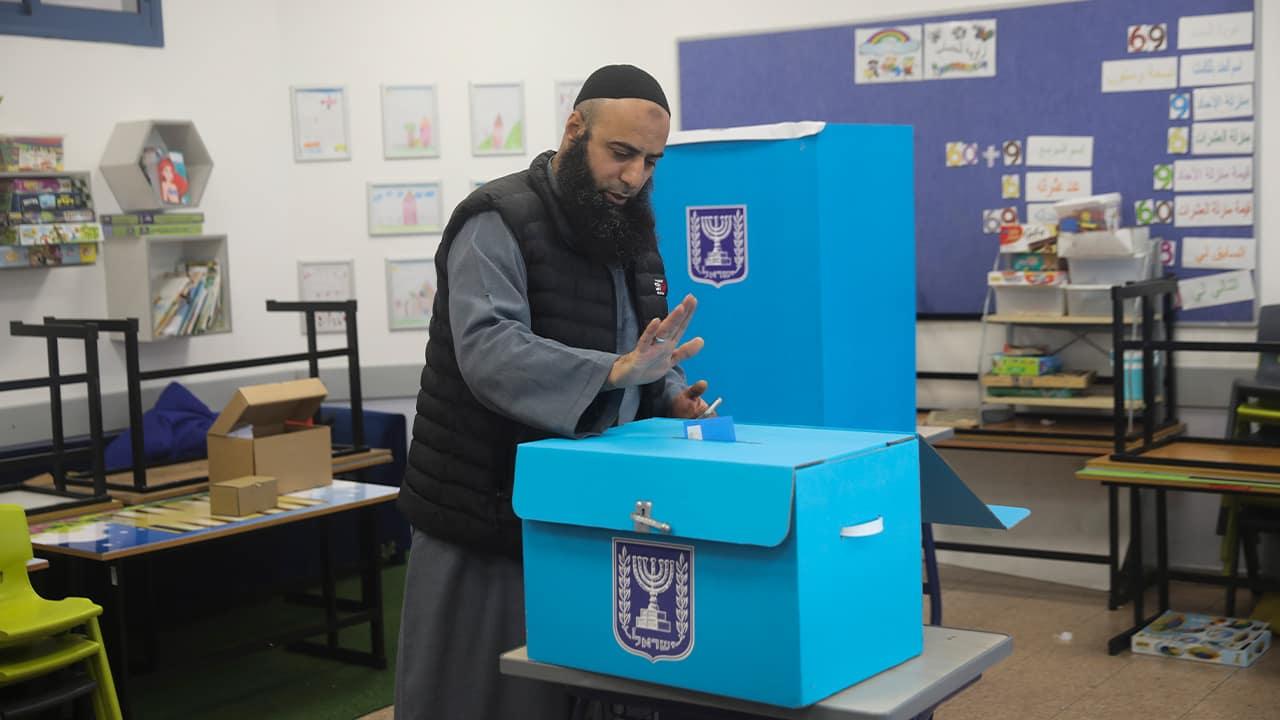 Photo of an Arab man voting in Israel