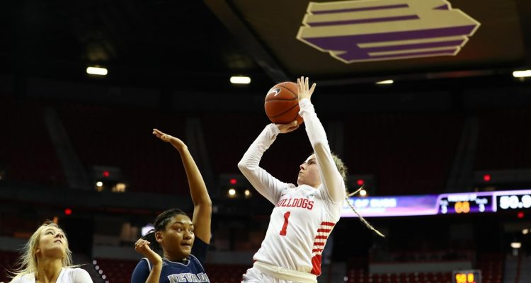 Fresno State's Haley Cavinder pulls up for a shot against Nevada