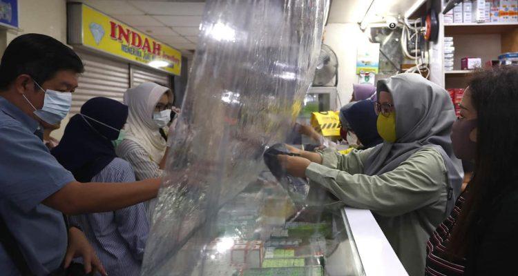 Photo of shop attendants in Jakarta
