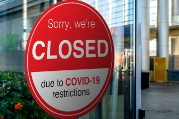 Photo of a sign indicating a shop is closed because of COVID-19 lockdown