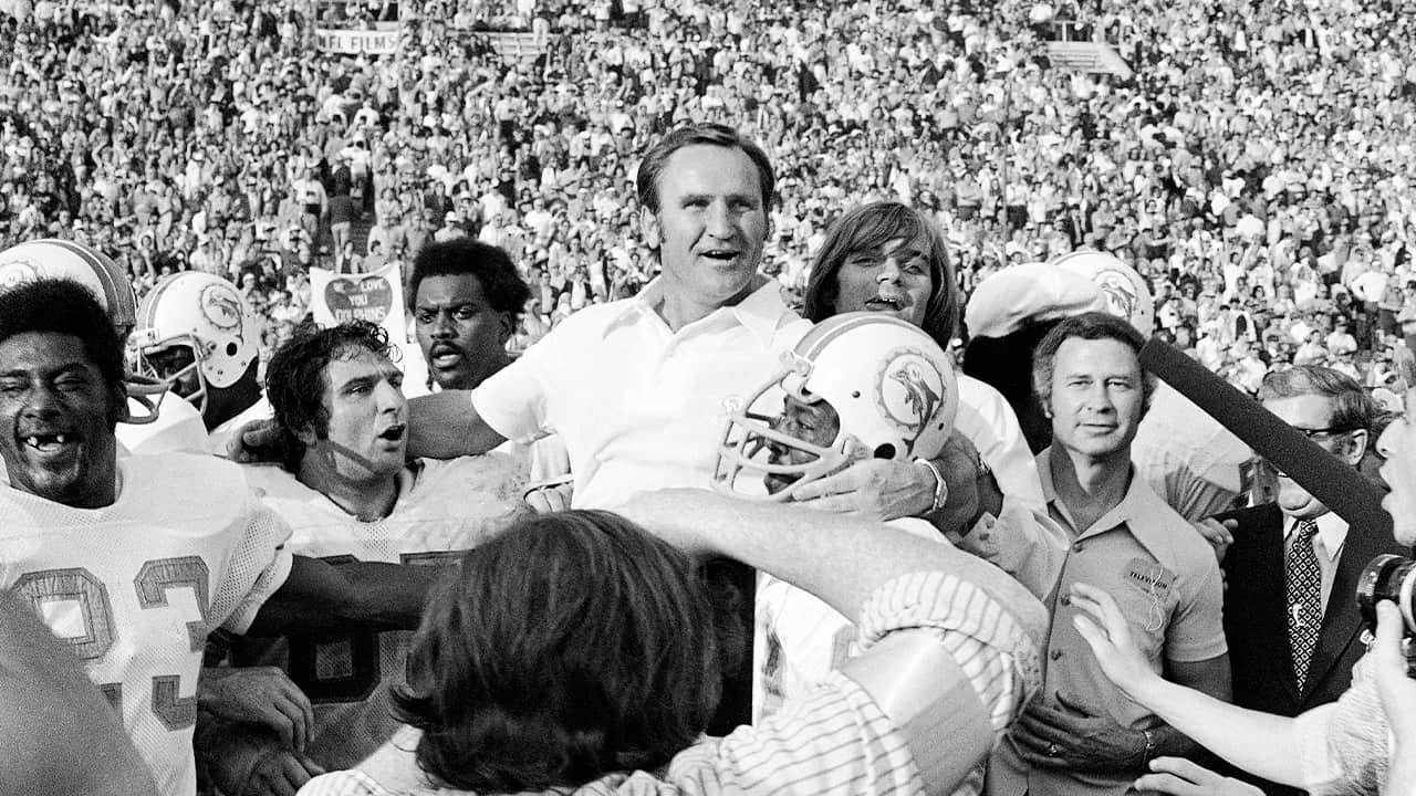Photo of Don Shula being carried by the team in 1973