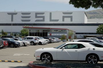 Photo of a Tesla car plant