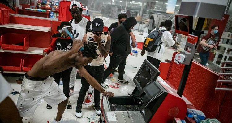 Photo of looters at bTarget