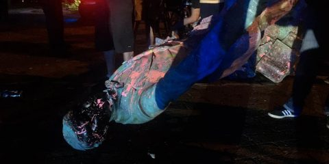 Photo of a toppled Jefferson Davis statue