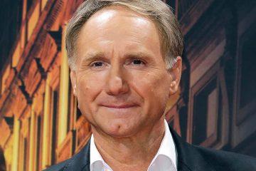 Photo of author Dan Brown