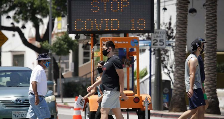 Photo of pedestrians in Santa Monica