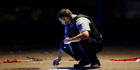 Image of a Chicago police officer at a homicide scene