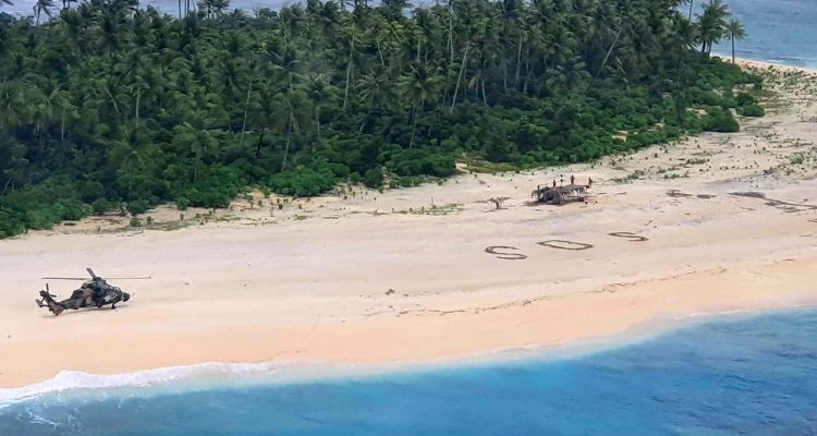 Photo of an Australian Army helicopter lands on Pikelot Island in the Federated States of Micronesia