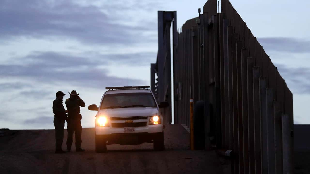Photo of border patrol agents