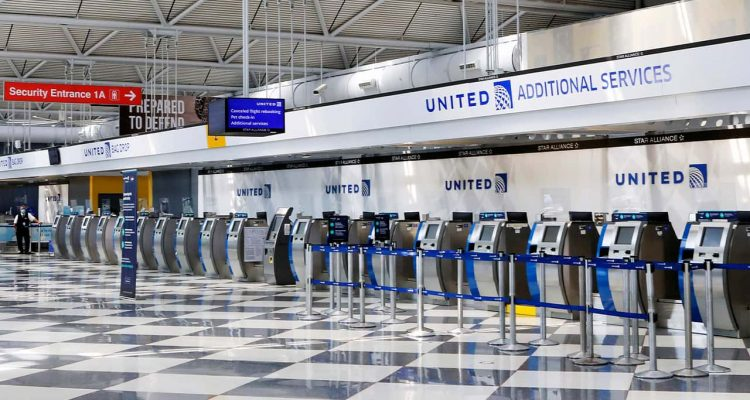 Photo of United Airlines counters